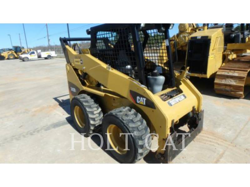 CATERPILLAR MINICARGADORAS 242B3 equipment  photo 1