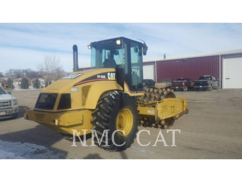 CATERPILLAR VIBRATORY SINGLE DRUM SMOOTH CP-563E equipment  photo 3