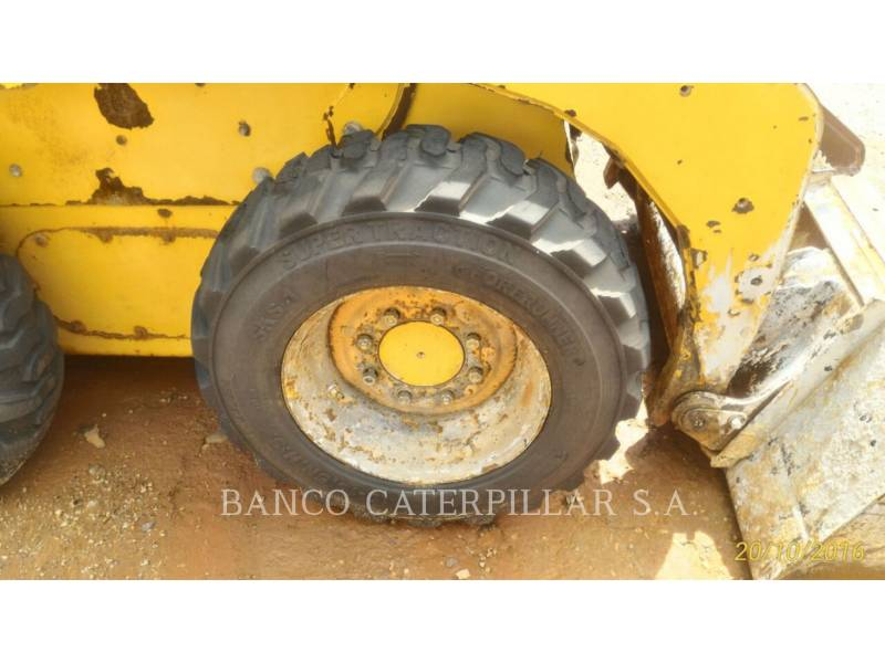 CATERPILLAR MINICARGADORAS 242B3 equipment  photo 12
