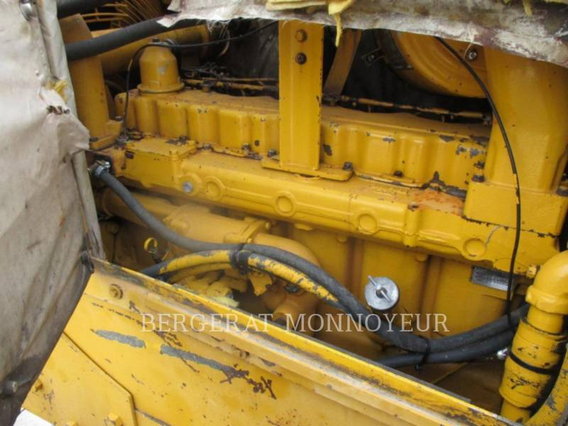 CATERPILLAR TRACK TYPE TRACTORS D5B equipment  photo 11