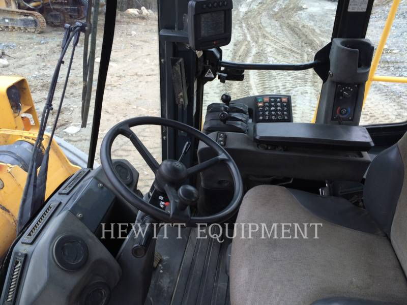 JOHN DEERE WHEEL LOADERS/INTEGRATED TOOLCARRIERS 824K equipment  photo 6