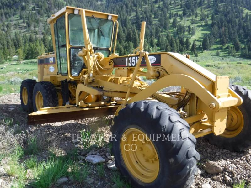 CATERPILLAR NIVELEUSES 135H equipment  photo 4