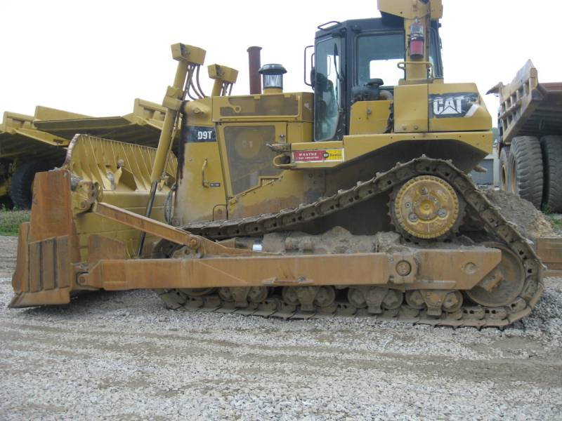 CATERPILLAR MINING TRACK TYPE TRACTOR D9T equipment  photo 1