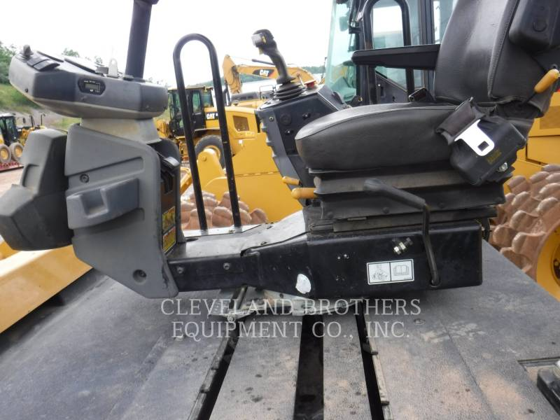 CATERPILLAR ROLO COMPACTADOR DE ASFALTO DUPLO TANDEM CB64 equipment  photo 3