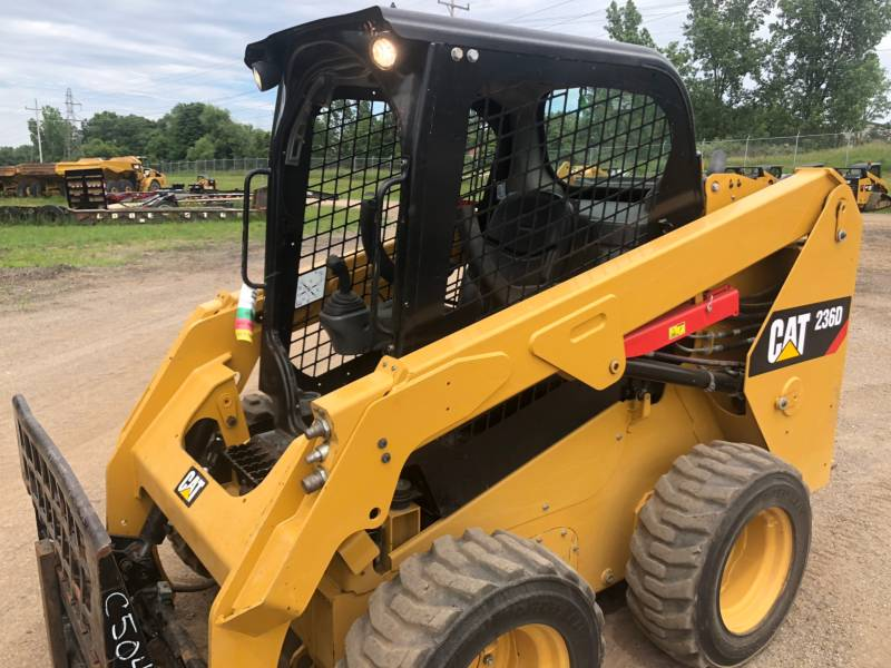 CATERPILLAR PALE COMPATTE SKID STEER 236 D equipment  photo 12