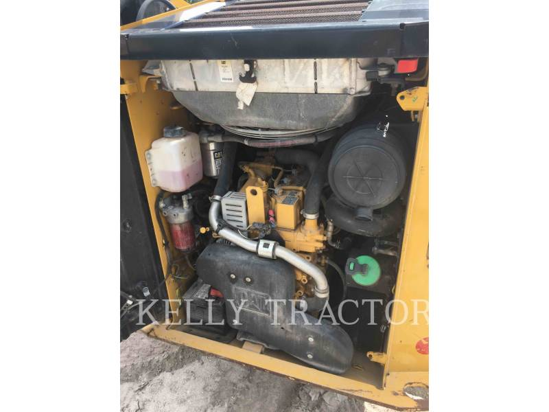 CATERPILLAR CHARGEURS TOUT TERRAIN 257D equipment  photo 11