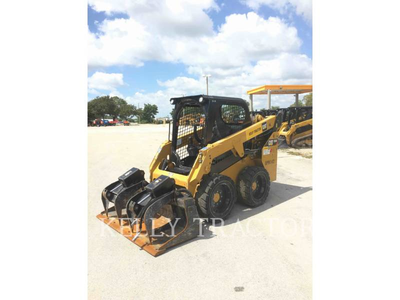 CATERPILLAR CHARGEURS COMPACTS RIGIDES 232 D equipment  photo 1