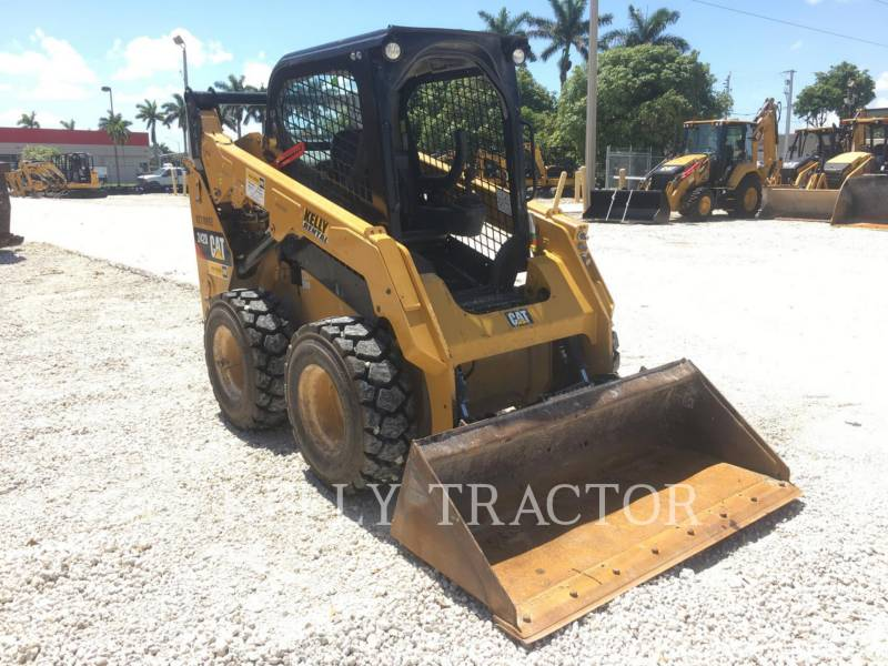 CATERPILLAR MINICARGADORAS 242 D equipment  photo 8