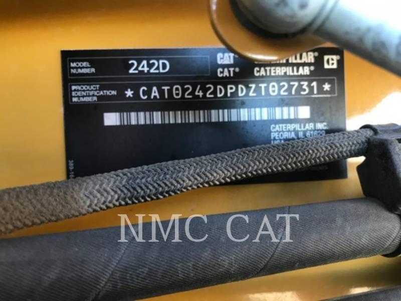 CATERPILLAR KOMPAKTLADER 242D equipment  photo 6