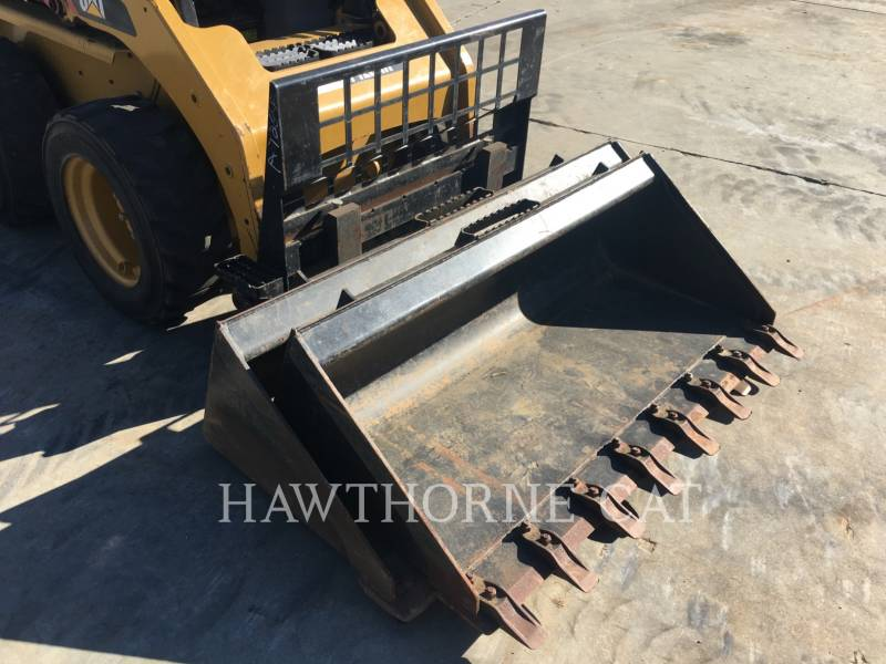 CATERPILLAR SKID STEER LOADERS 226B3 equipment  photo 10