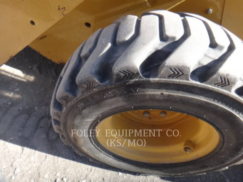 CATERPILLAR CHARGEURS COMPACTS RIGIDES 262C equipment  photo 11