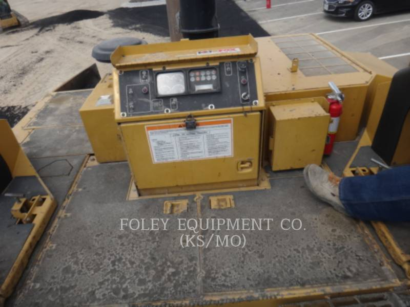 CATERPILLAR PAVIMENTADORA DE ASFALTO AP-1055D equipment  photo 5