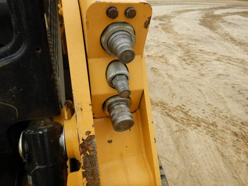 CATERPILLAR MULTI TERRAIN LOADERS 239D equipment  photo 24