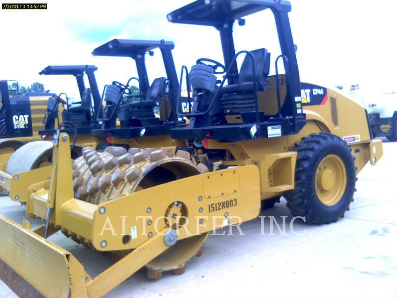 CATERPILLAR COMPACTEUR VIBRANT, MONOCYLINDRE LISSE CP44 equipment  photo 2