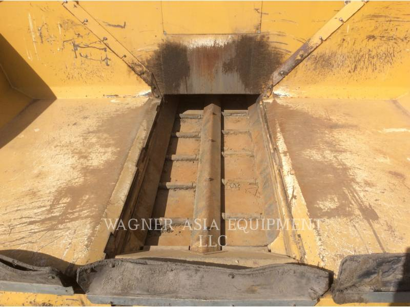 CATERPILLAR ASPHALT PAVERS AP-300 equipment  photo 9