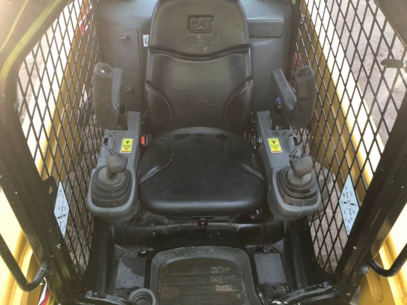 CATERPILLAR CHARGEURS COMPACTS RIGIDES 236D equipment  photo 20