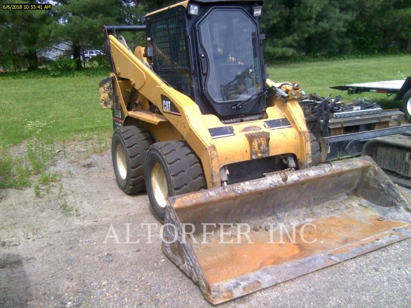 CATERPILLAR KOMPAKTLADER 268B equipment  photo 2