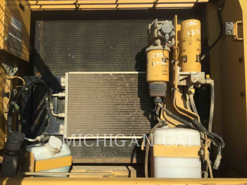 CATERPILLAR TRACK EXCAVATORS 330CL equipment  photo 8