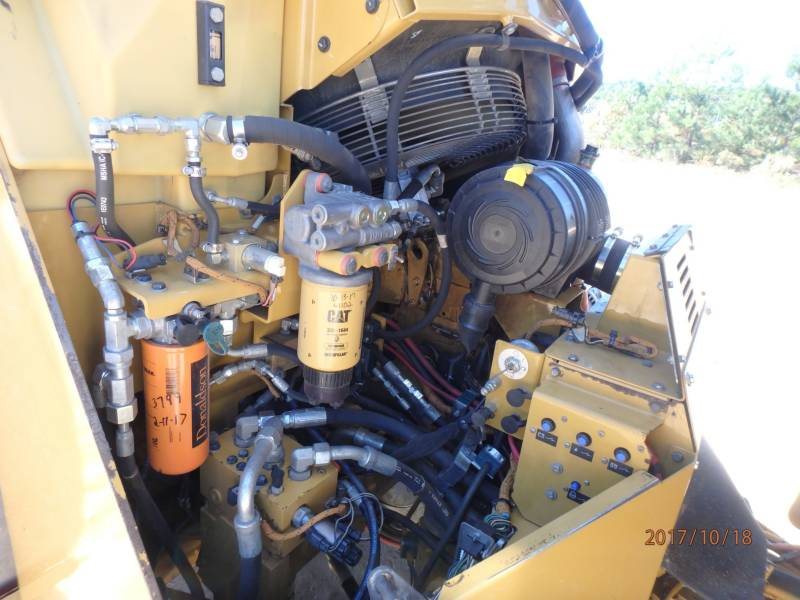 CATERPILLAR COMPACTEURS TANDEMS VIBRANTS CB54 equipment  photo 21