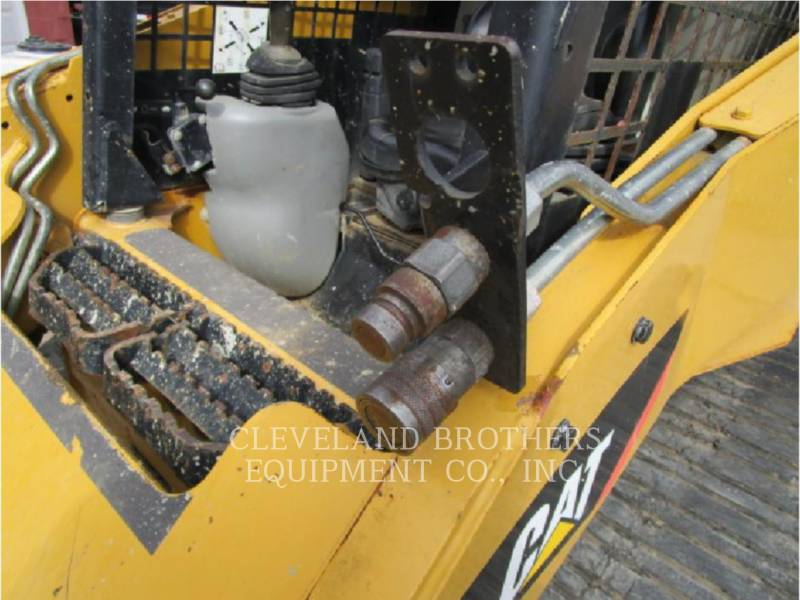 CATERPILLAR CARGADORES MULTITERRENO 257B equipment  photo 7