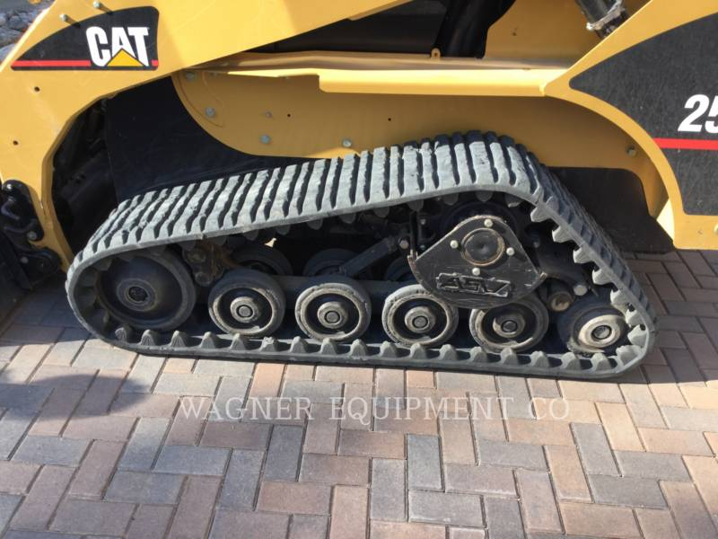 CATERPILLAR SKID STEER LOADERS 257B equipment  photo 5
