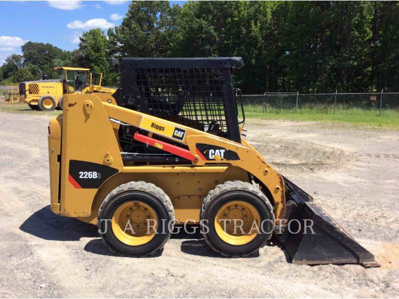 CATERPILLAR MINICARREGADEIRAS 226B equipment  photo 9