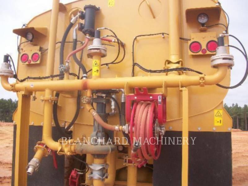 CATERPILLAR CAMIONES DE AGUA 725 WT equipment  photo 9