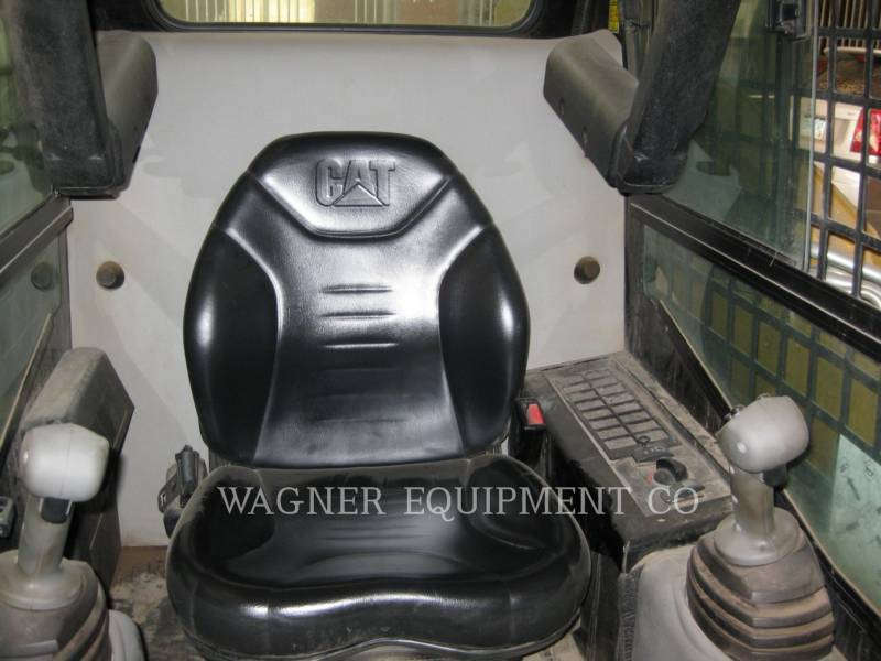 CATERPILLAR SKID STEER LOADERS 257B equipment  photo 6