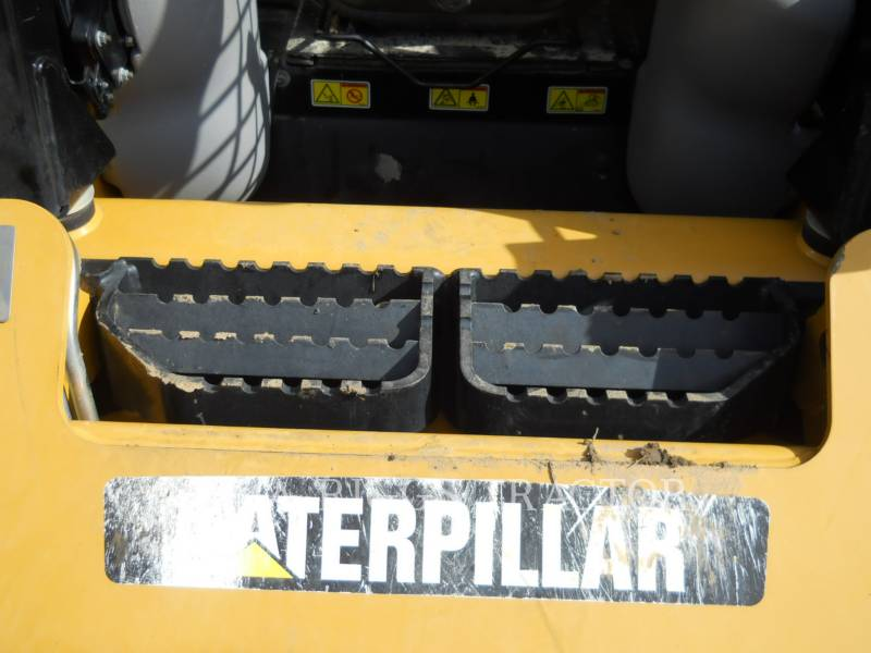 CATERPILLAR CHARGEURS COMPACTS RIGIDES 226B equipment  photo 14
