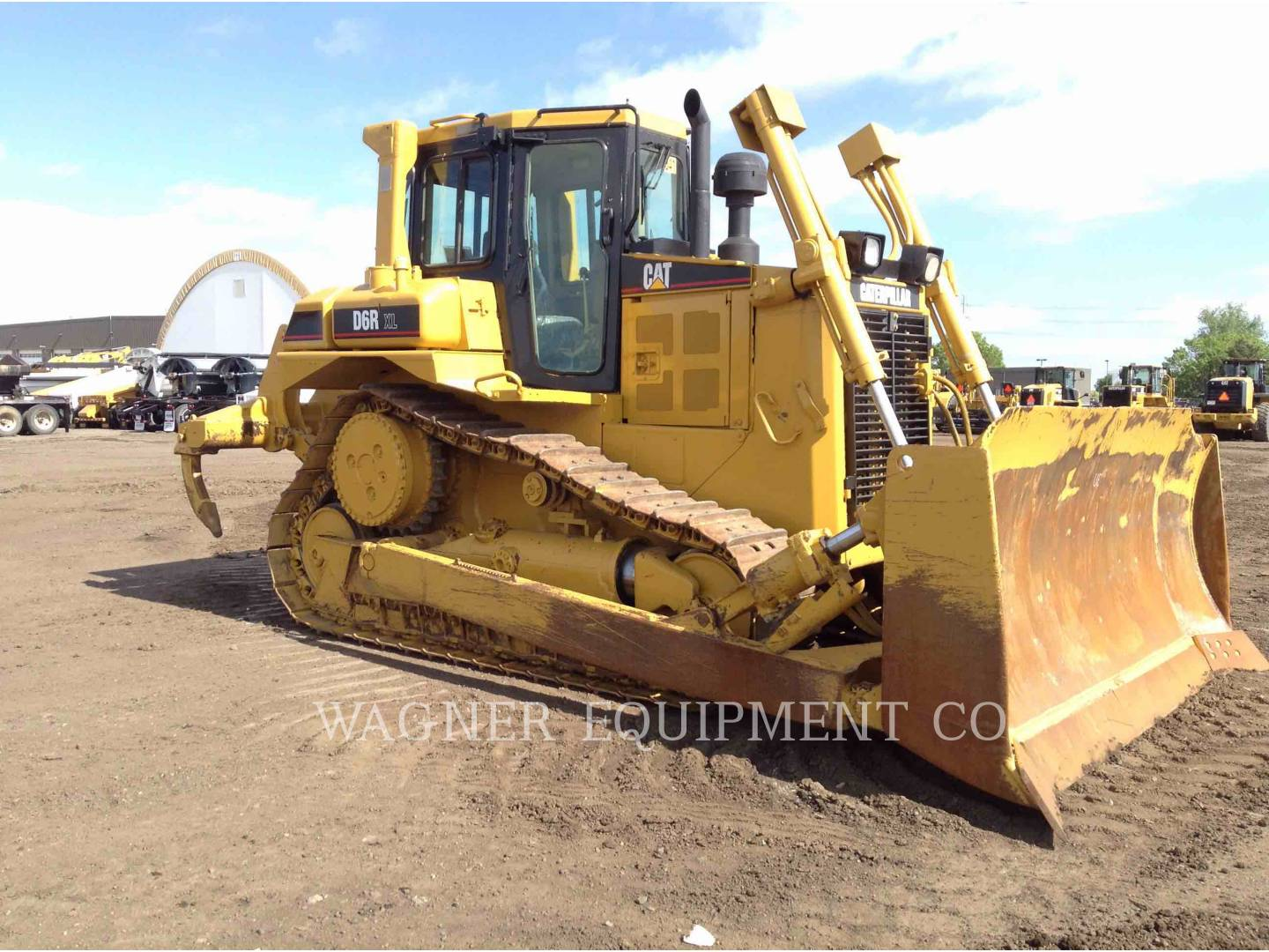 Detail photo of 1999 Caterpillar D6R from Construction Equipment Guide