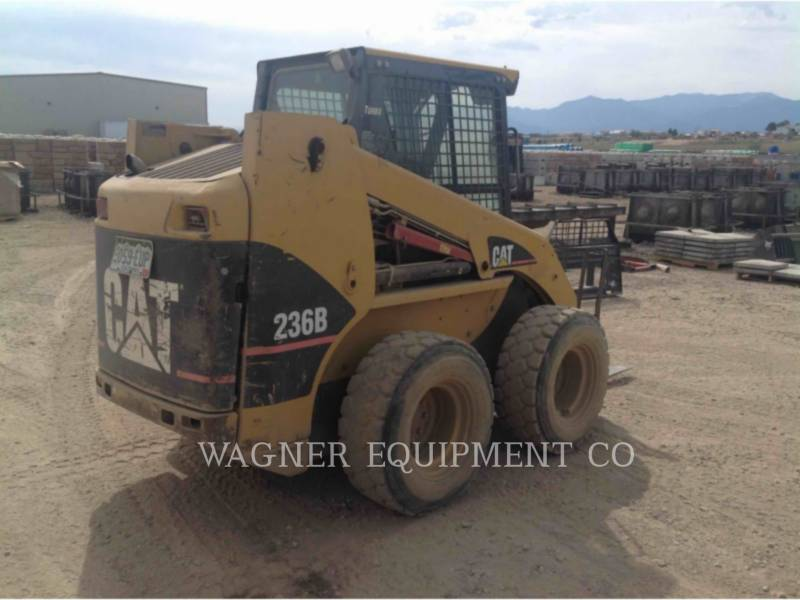 CATERPILLAR MINICARGADORAS 236B equipment  photo 2