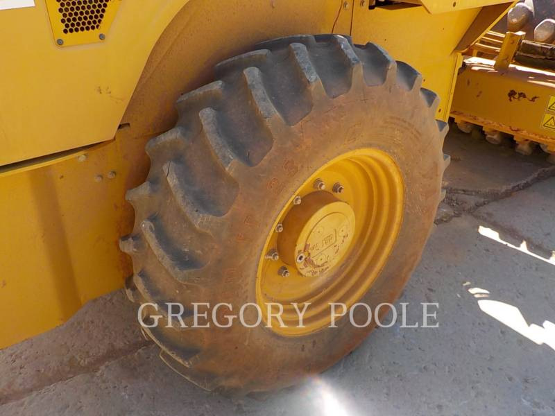 CATERPILLAR VIBRATORY SINGLE DRUM PAD CP-44 equipment  photo 20