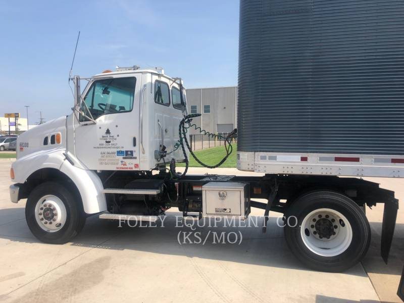 STERLING ON HIGHWAY TRUCKS L8500 equipment  photo 6