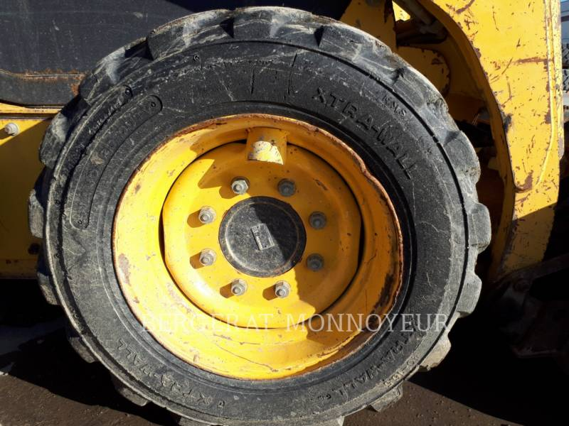 KOMATSU CHARGEURS COMPACTS RIGIDES SK714 equipment  photo 11