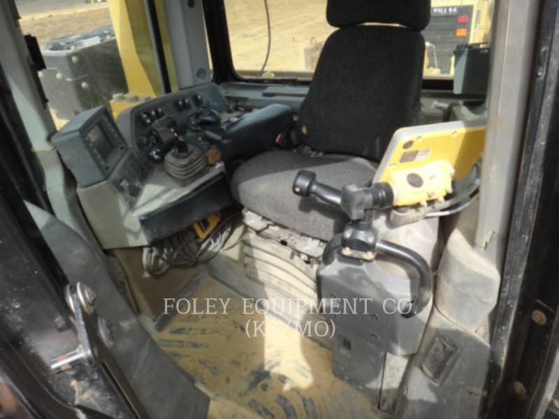 CATERPILLAR TRACK TYPE TRACTORS D9T equipment  photo 20