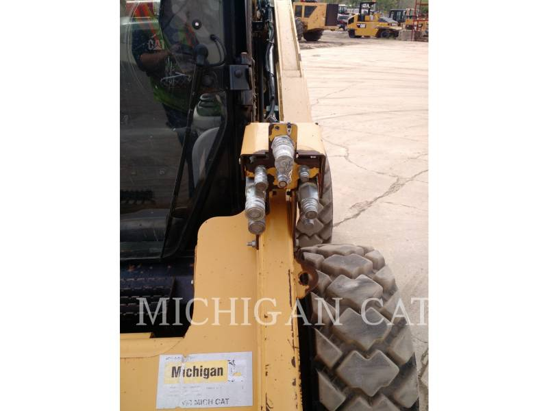 CATERPILLAR SKID STEER LOADERS 272C A2HQ equipment  photo 11