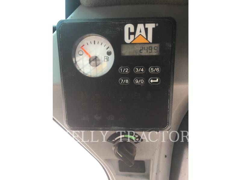 CATERPILLAR MINICARGADORAS 226D equipment  photo 16