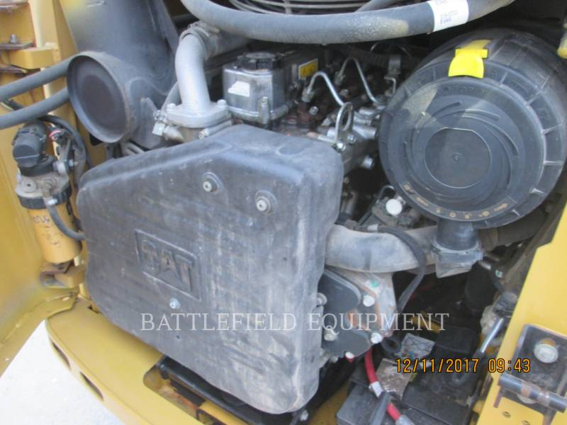 CATERPILLAR SKID STEER LOADERS 242B3 equipment  photo 7