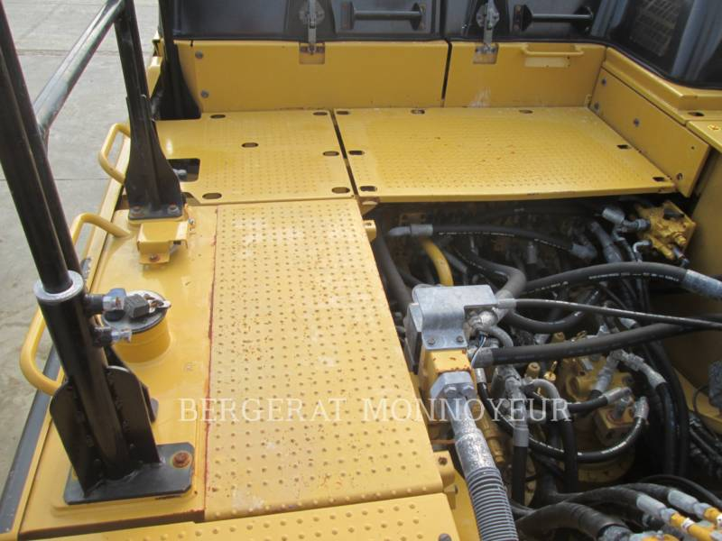 CATERPILLAR TRACK EXCAVATORS 352F equipment  photo 16