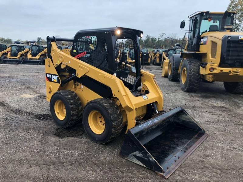 CATERPILLAR SKID STEER LOADERS 242D equipment  photo 7