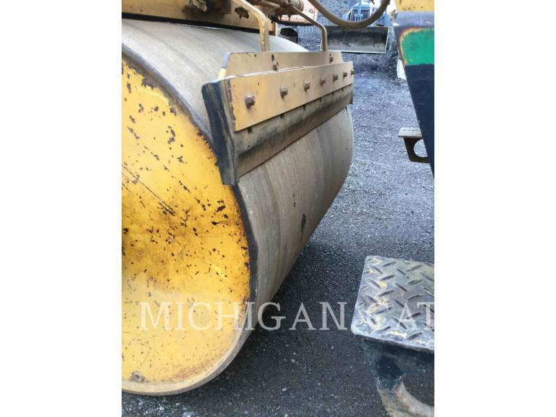 HYPAC VIBRATORY DOUBLE DRUM ASPHALT C330B equipment  photo 8