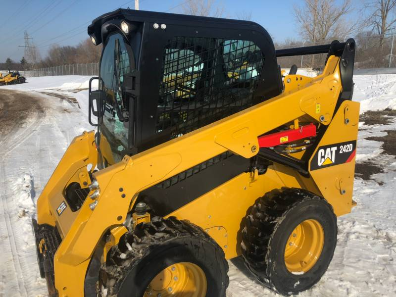 CATERPILLAR PALE COMPATTE SKID STEER 242D equipment  photo 2