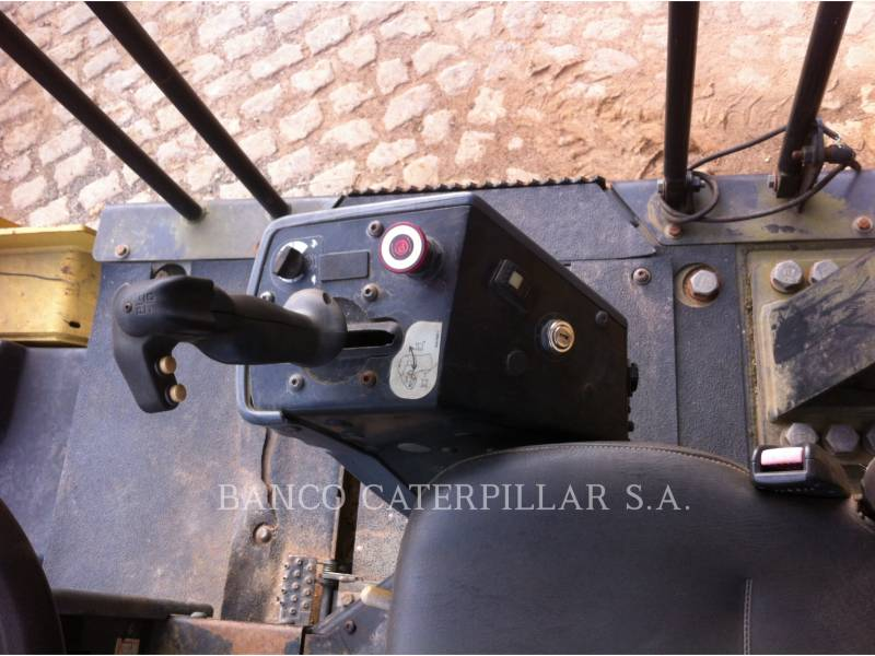 CATERPILLAR TAMBOR DOBLE VIBRATORIO ASFALTO CB-434D equipment  photo 13