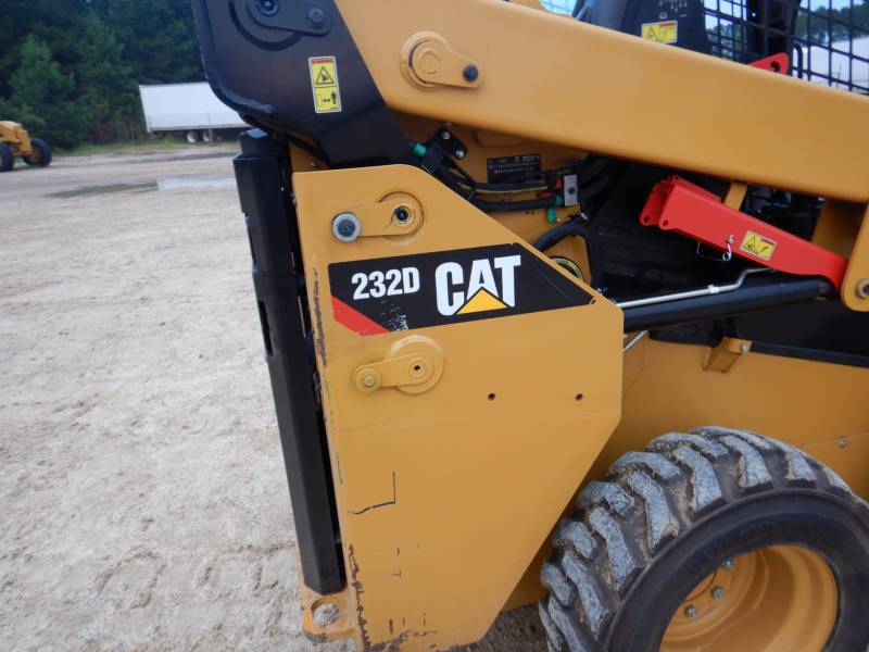 CATERPILLAR SCHRANKLADERS 232 D equipment  photo 15
