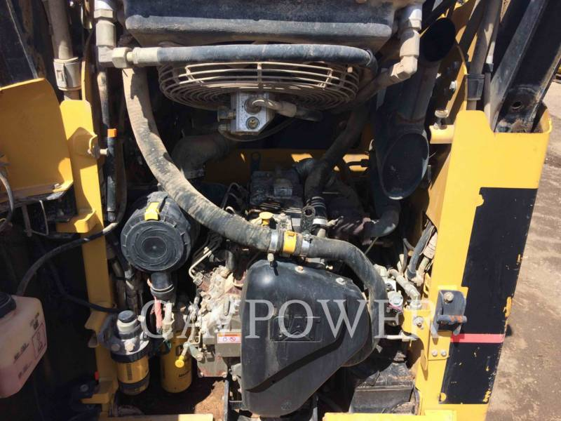 CATERPILLAR CHARGEURS COMPACTS RIGIDES 242B equipment  photo 9