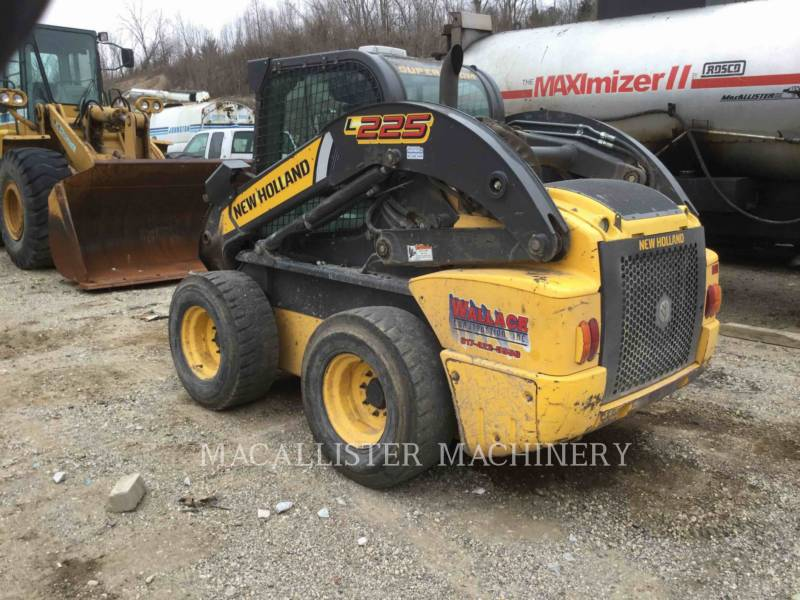 NEW HOLLAND LTD. CHARGEURS COMPACTS RIGIDES L225 equipment  photo 4