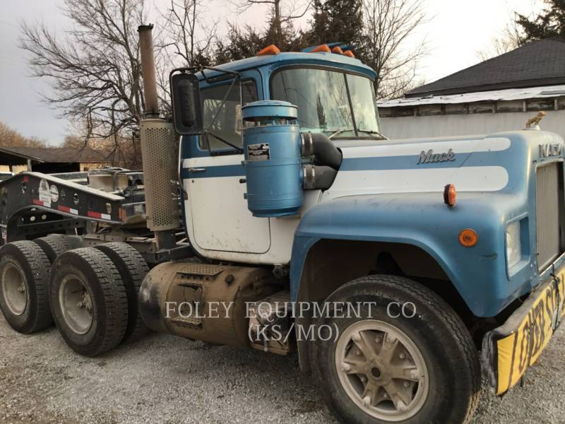 MACK CAMIONES DE CARRETER R223 equipment  photo 10