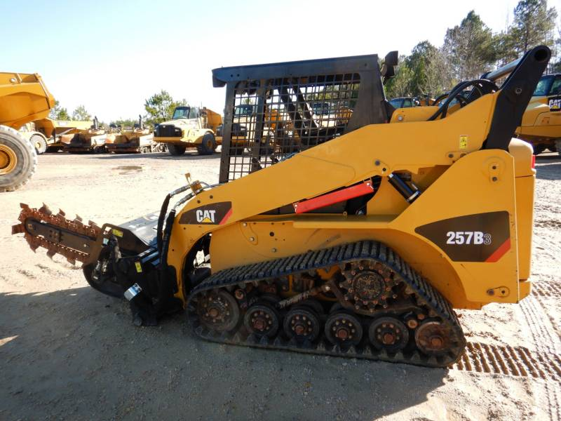 CATERPILLAR CHARGEURS TOUT TERRAIN 257B3 equipment  photo 4