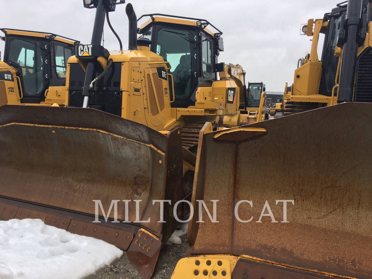 Detail photo of 2011 Caterpillar D7E from Construction Equipment Guide