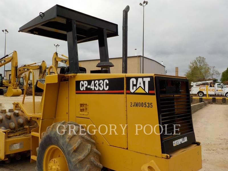 CATERPILLAR COMPACTEUR VIBRANT, MONOCYLINDRE À PIEDS DAMEURS CP-433C equipment  photo 16